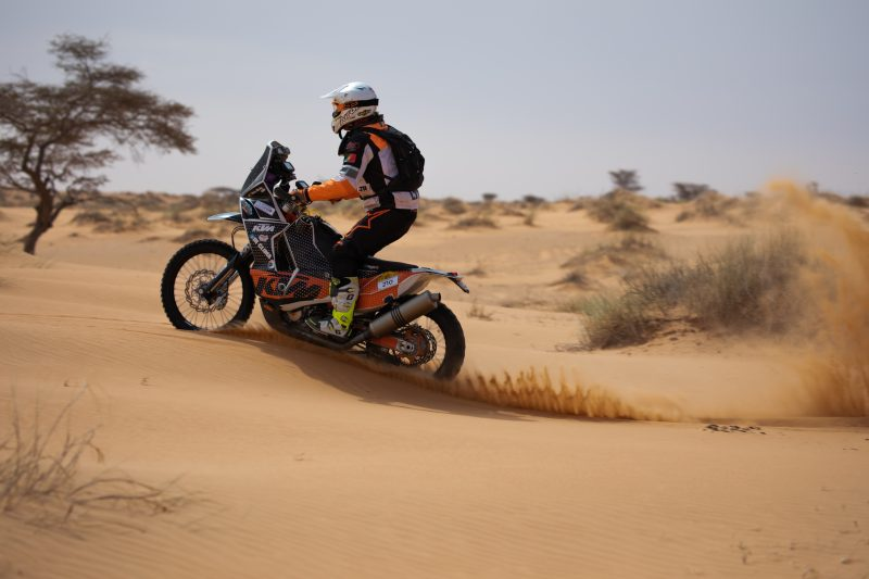 Moto jumping the dunes in the Real Way to Dakar